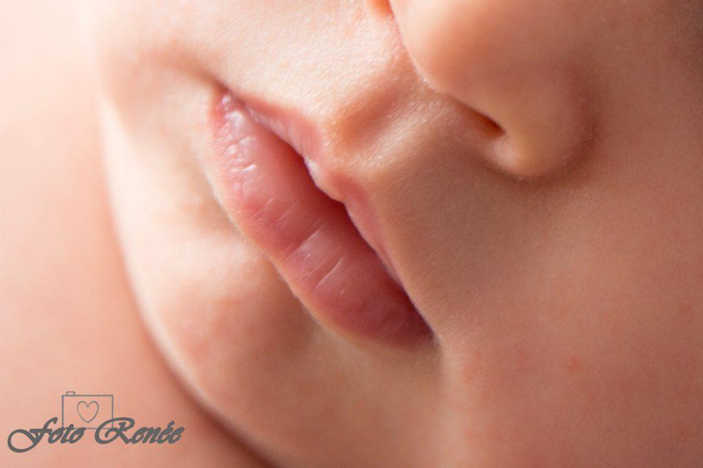 newborn close-up mama cafe