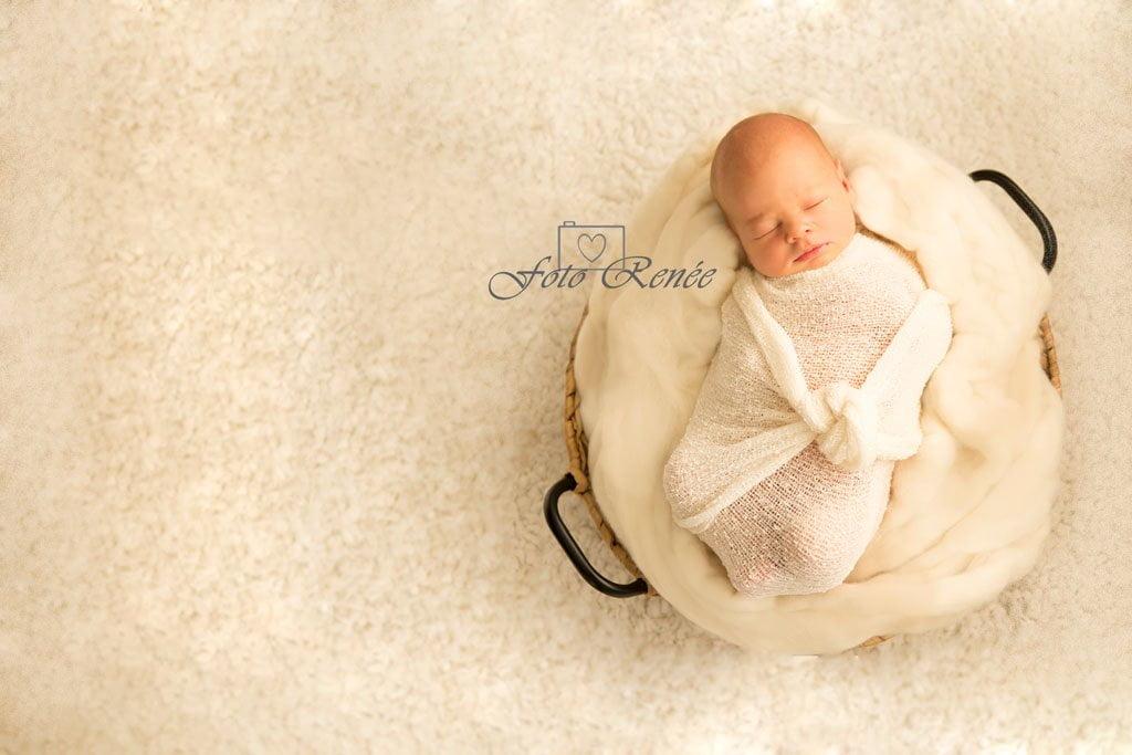 Fotografie van een schattige pasgeboren baby