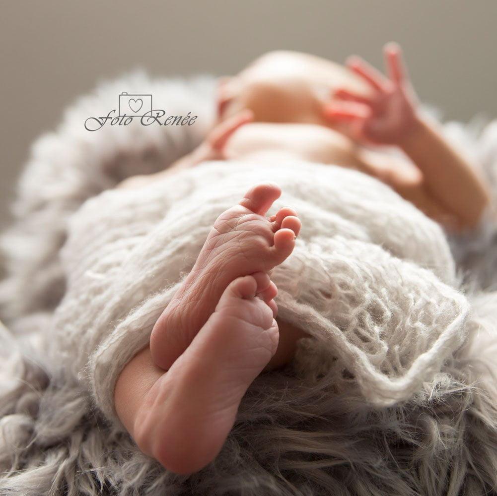 Schattige kleine babyvoetjes