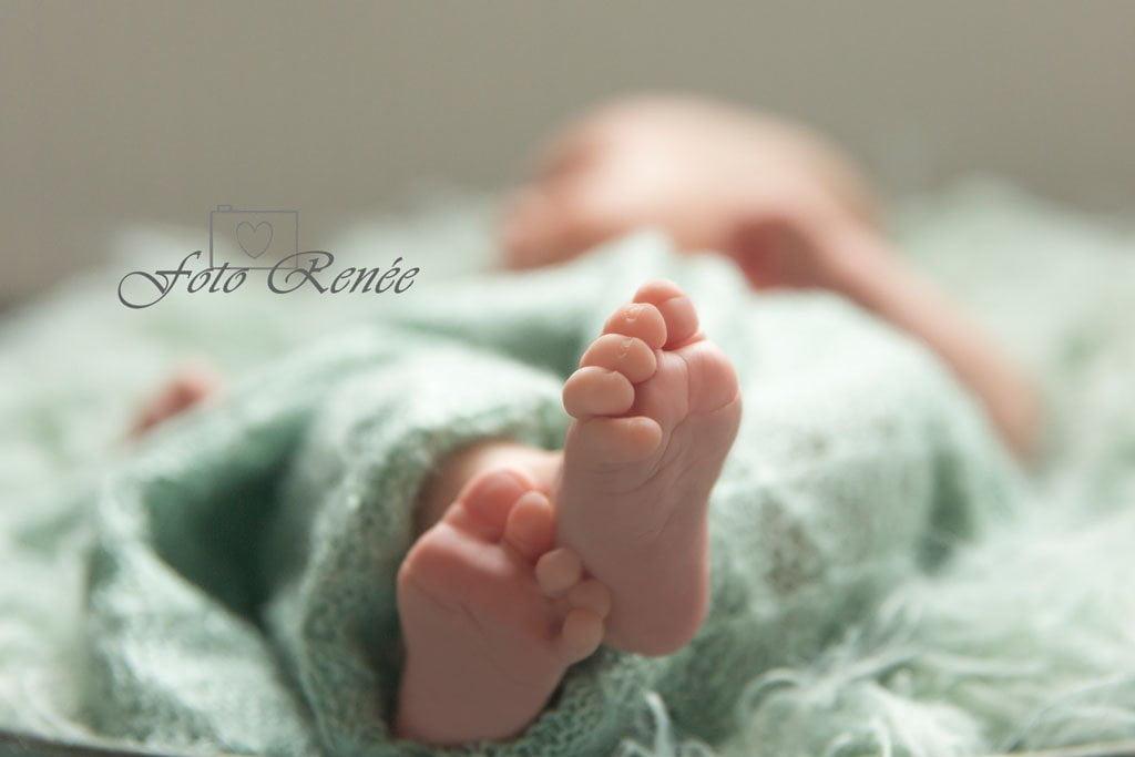 Twee kleine voetjes, tien kleine teentjes, lief babymeisje