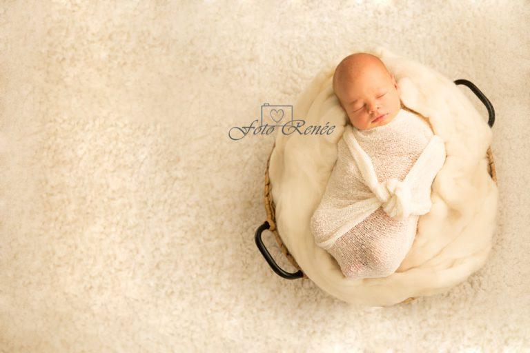 fotograaf-newborn-jongen-baby-foto-gouda-wit-wrap-mand