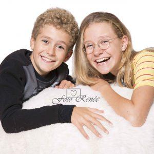 Cadeau, professioneel studioportret van 2 kinderen