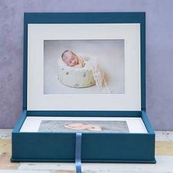 Handgemaakte fotobox Xenia met 1cm dikke houten rand van Konpoli